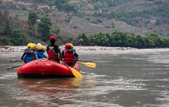 River rafting in Punakha Bhutan